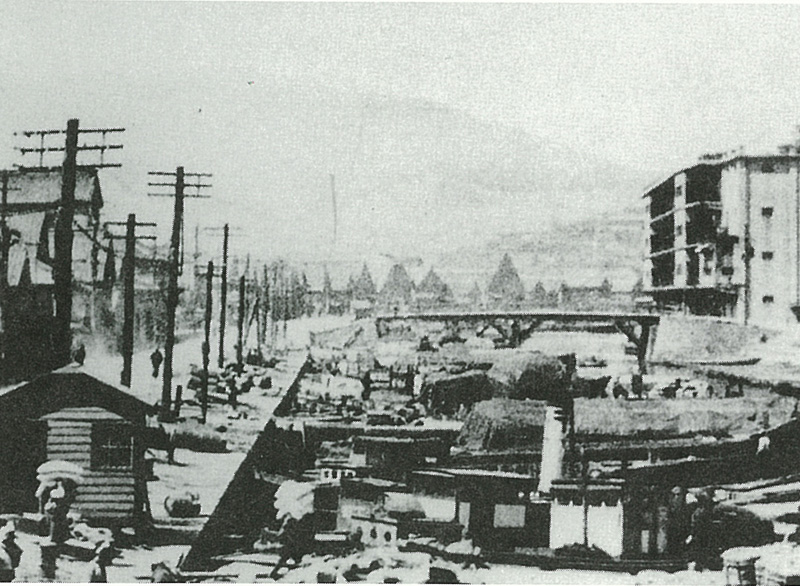 北浜町運河(後方は北海製罐第3倉庫)<小樽市総合博物館>