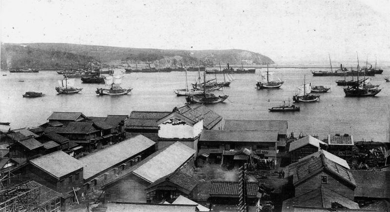 水天宮近くの板谷邸から海をみる 明治30年代(奥山家蔵)
