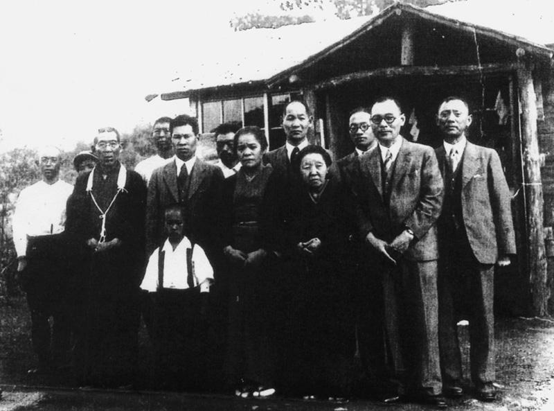 前列子供が遠藤幸吉、その後ろが二代目遠藤小平治