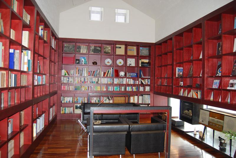 ヨーロッパの古い映画の中の書斎がモチーフのライブラリィ