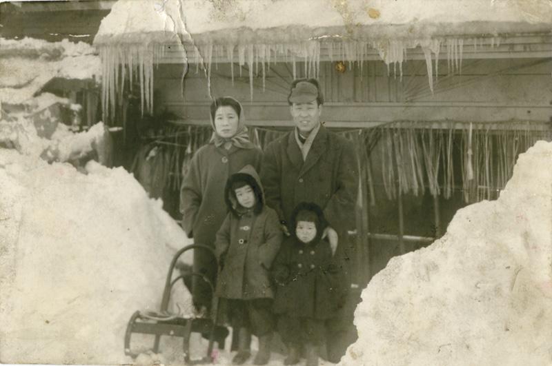 栗嶌家族が来樽して初めての冬(昭和32年)自宅前