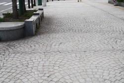中央通り歩道の石畳