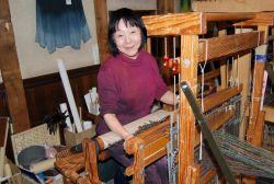 寺岡 和子 氏と織機
