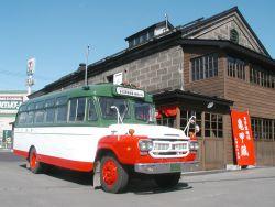 ボンネット型バス