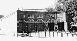 機関車庫一号(明治41〜45年竣工 左側3線分は復元)